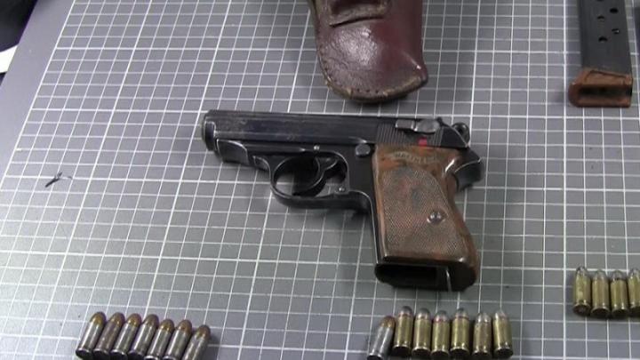 «Я дам вам парабеллум»: самое необычное оружие, изъятое полицией у омичей
