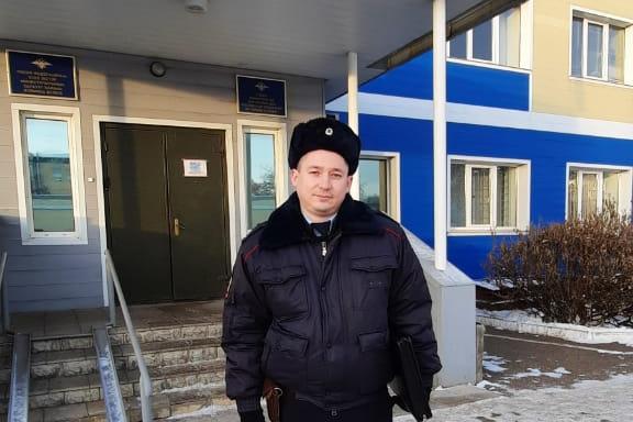 В Башкирии полицейский вынес бабушку из пылающей квартиры