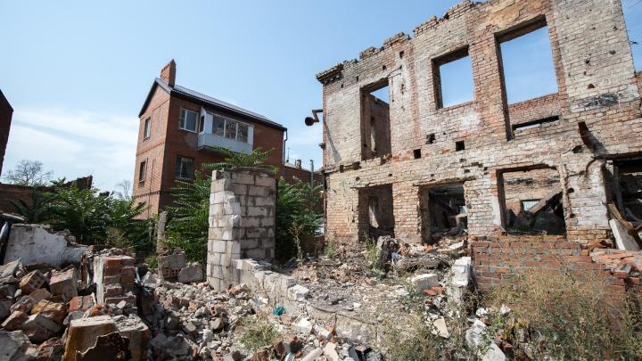 Что построят на сгоревшем Театральном спуске, ответили в администрации Ростова