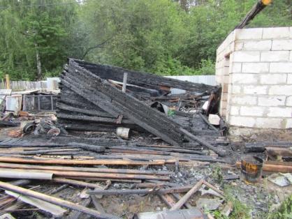 В пожаре под Ярославлем погиб мужчина. Первые подробности ЧП
