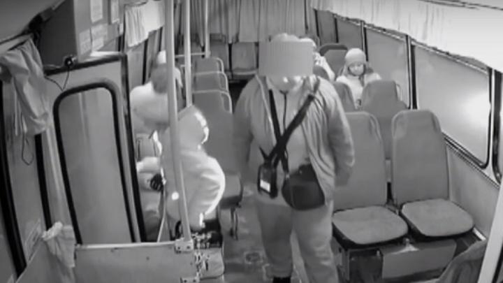 В Перми кондуктор высадила девочку из автобуса из-за проблемы с транспортной картой