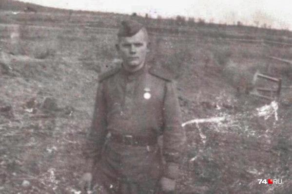 В армию Семёна Григорьевича призвали незадолго до 19-летия, и сразу по прибытии на фронт он попал под обстрел