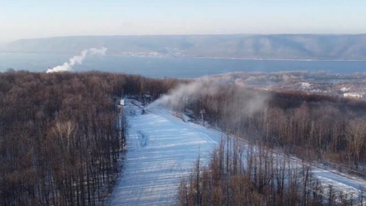В Самаре на горнолыжной базе «Сок» включили снеговые пушки