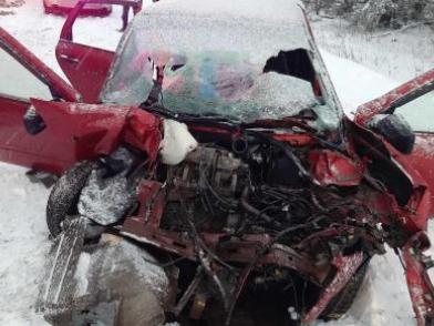 Машину искорежило, пострадала женщина: в Ярославской области столкнулись «Лада-Калина» и МАЗ