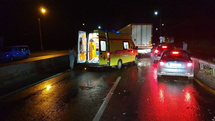 Фура всмятку: под Нижним Новгородом столкнулись два грузовика