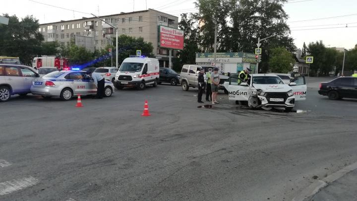 Столкновения было не избежать: видео ДТП на Белинского, в котором пострадали три человека