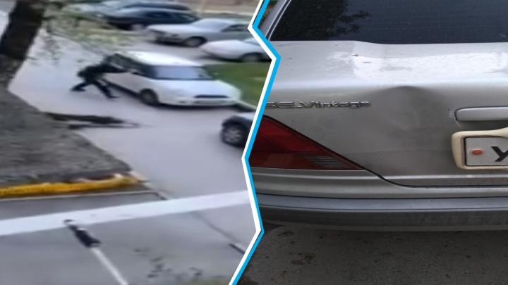 Мужчина устроил дебош под окнами на Степной: он бил машины и требовал ключи, чтобы уехать