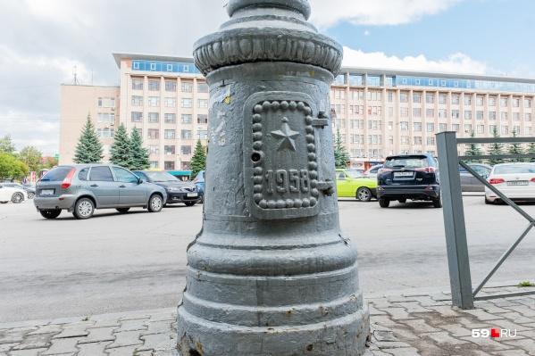 Фонарные столбы являются частью декора Компроса