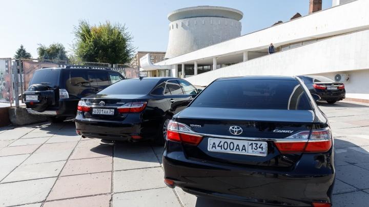 «Растрата на роскошь»: УФАС взяло паузу в разбирательстве по 10 иномаркам для губернаторского гаража