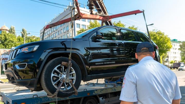 Водителям запретят парковаться на Московском шоссе