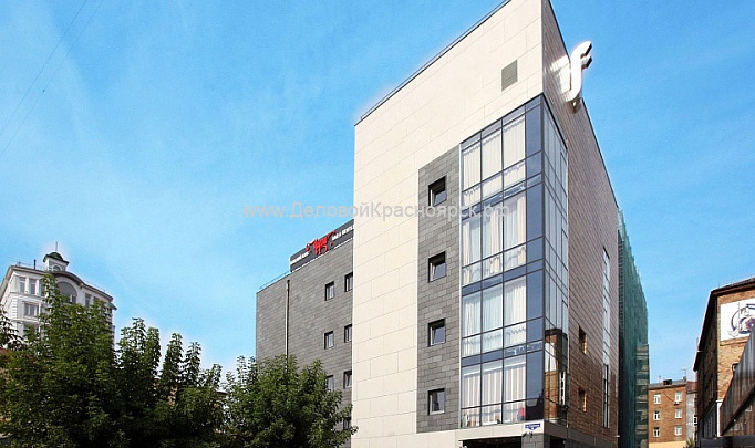 В центре Красноярска за 118 миллионов продают здание гостиницы и стриптиз-клуба