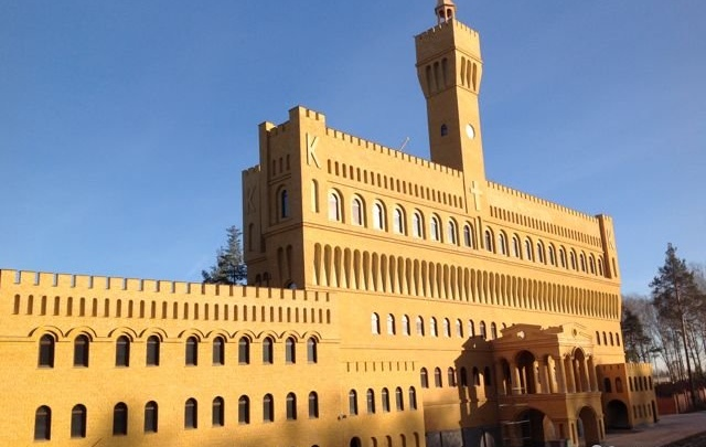 Цена на «итальянский» замок рядом с Верхней Пышмой рухнула со 180 до 38 миллионов рублей