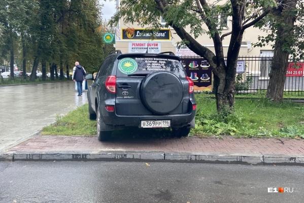 Удобная парковка для очередного гряземеса
