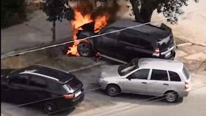 «Мы слышали взрыв»: в Самаре загорелся Land Cruizer Prado