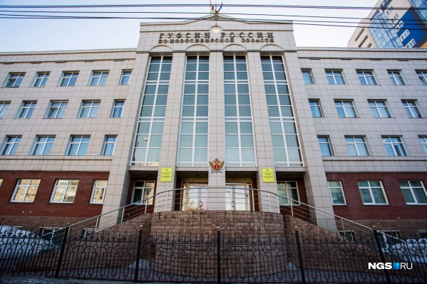 Здание новосибирского ГУФСИН обследовали кинологи после письма с угрозами