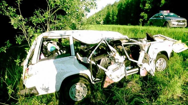 На Кировской трассе в ДТП пострадала семья с ребенком. Есть погибшие