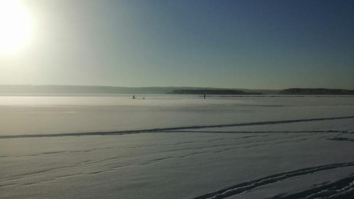 В Башкирии мужчина на мотобуксировщике провалился под лед
