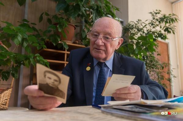 Михаил Маслянцев с трепетом хранит все письма и фотографии