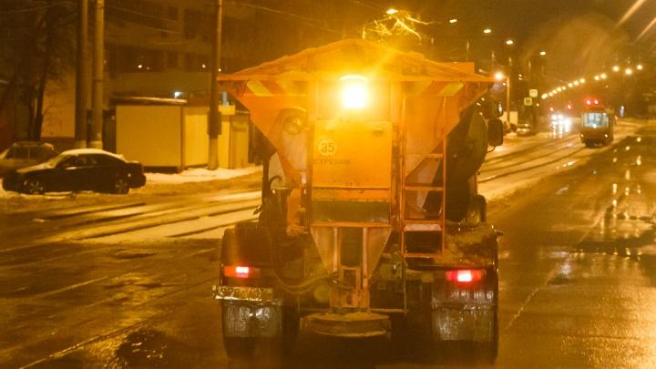 В Волгограде заранее обработали от гололеда городские дороги