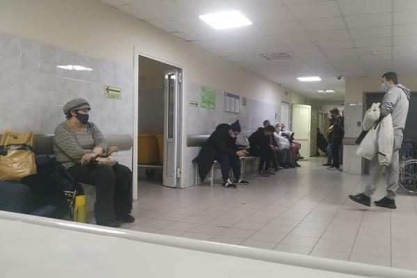 Только вчера Алексей Садовский пожаловался на условия в больнице, а сегодня главврач ему ответил