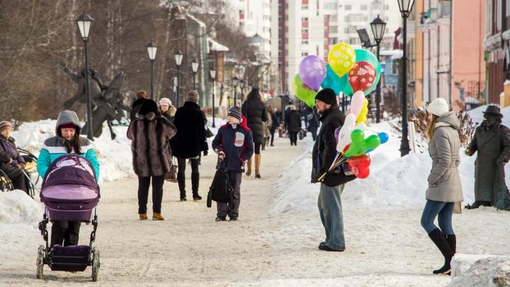 В центре Архангельска вопреки снегопаду поставят арку из живых роз