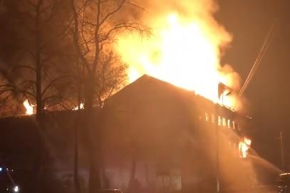 Местные жители снимали пожар около часа ночи