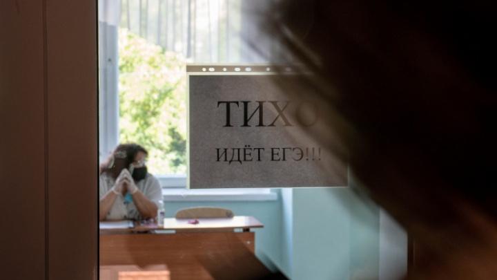 Двух выпускников в Новосибирске удалили с ЕГЭ по литературе — на чём они попались