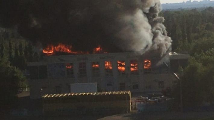 На месте пепелища: в Волжском построят крытый футбольный манеж на 40 мест за 443,5 млн рублей