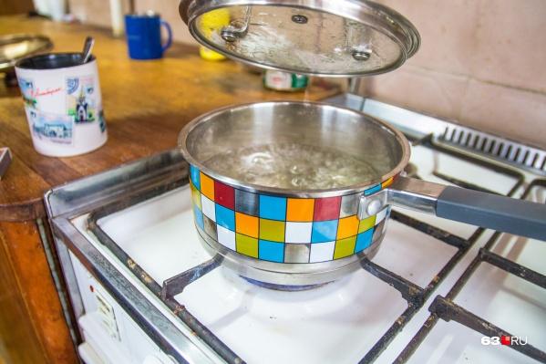 Чтобы помыться, теперь надо дождаться, пока закипит вода