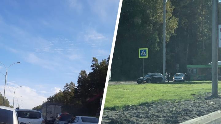 Глухая пробка в 10 километров: автомобилисты не могут доехать до Новосибирска по Бердскому шоссе