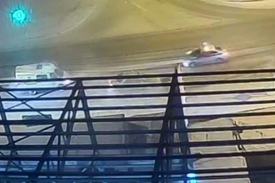 Испугавшийся полицейских пьяный водитель юзом врезался в столб