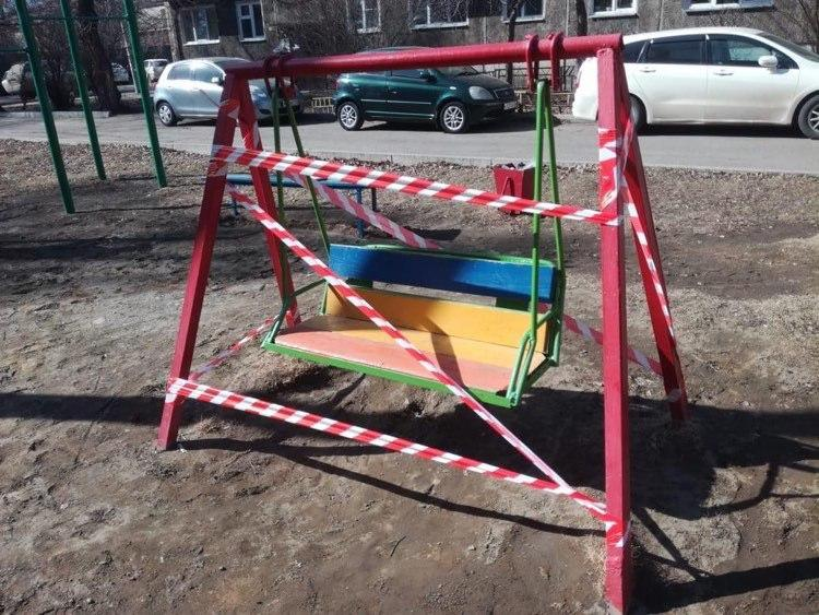 Сотрудники закрыли доступ на качели