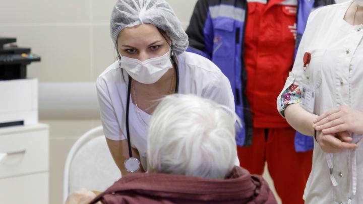 В Волгограде с подозрением на коронавирус 83 человека, 20 из них — дети