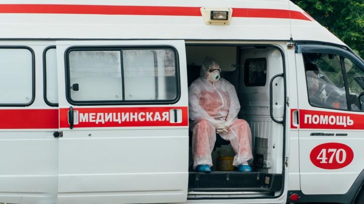 Пугающая очередь из скорых: пациентов с подозрением на коронавирус беспрерывно привозят в МСЧ № 4