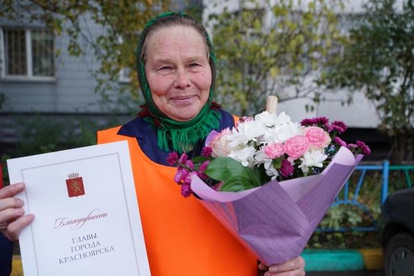 Нина Карачёва работает дворником 19 лет