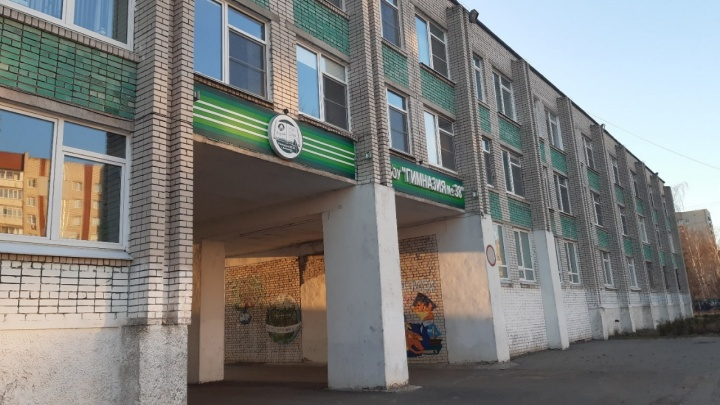В Дзержинске гимназия № 38 перешла на дистант. Больше половины учителей болеют