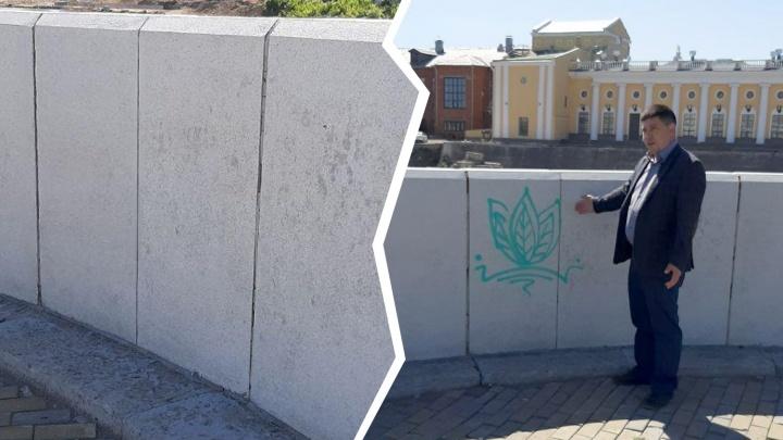 """«Эту """"красоту"""" уберём»: рисунок на ограждении набережной расстроил челябинского чиновника"""