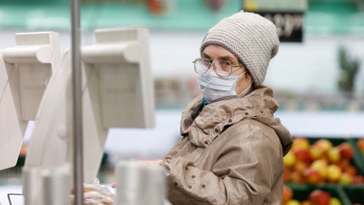 В Прикамье пенсионеров просят оставаться дома: куда звонить, если вам нужна помощь волонтеров