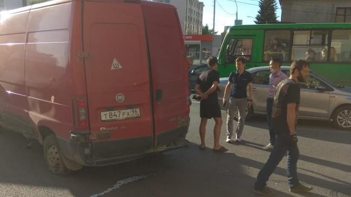 """Пассажир фургона, сбившего пешеходов: «Водитель выехал на перекресток и закричал: """"Красный!""""»"""