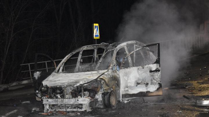 В ФСБ показали видео, как уничтожили машину боевика на Дёмском шоссе, и рассказали подробности