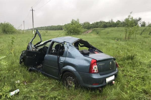 В машине было трое мужчин, двое из них погибли