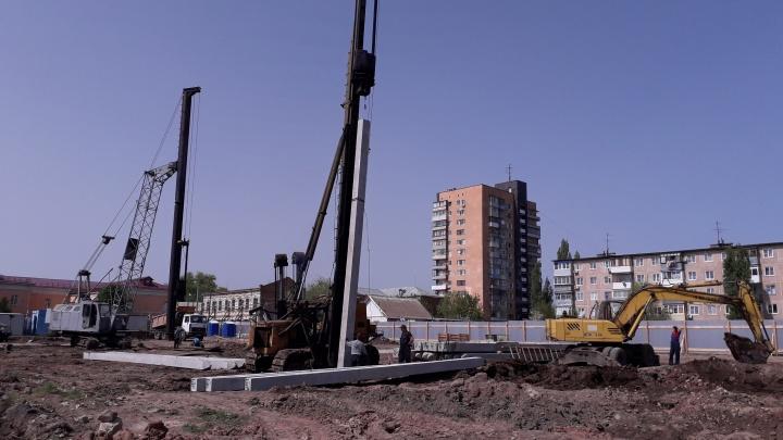Потому никак и не достроят: в Волгоградской области отец и сын воровали арматуру со стройки детсада