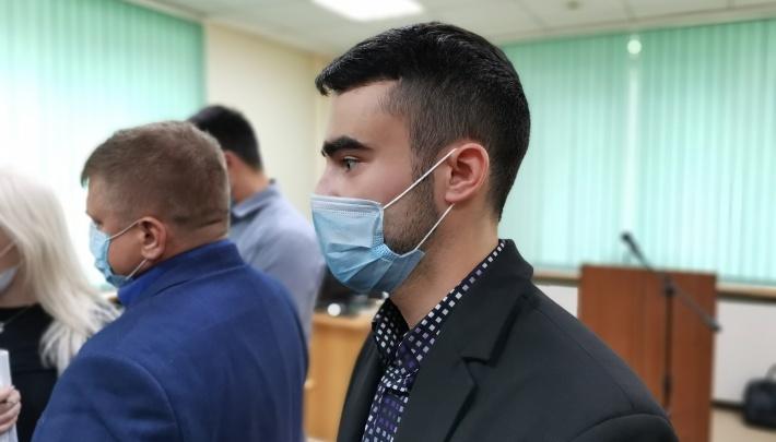 В Екатеринбурге суд полностью оправдал парня, подравшегося со следователем на золотом Lexus