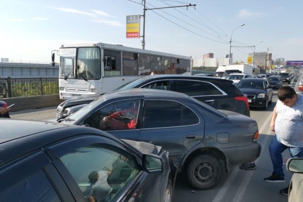 ДТП спровоцировало пробки в обе стороны