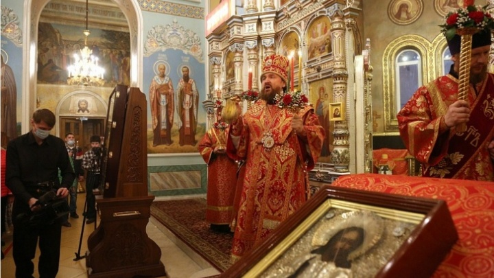 Челябинский фоторепортёр, снимавший пасхальную службу в кафедральном соборе, попал в больницу с COVID-19