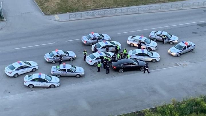 В Екатеринбурге 11 автомобилей ГИБДД устроили гонку за пьяным водителем на Audi