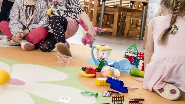 Челябинские чиновники прояснили, должны ли родители приносить в детсад справки с работы