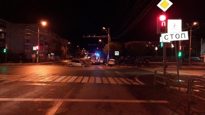 В центре Кургана столкнулись иномарка и Lada Priora: один из водителей госпитализирован