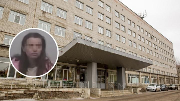 Власти рассказали, что будет с мамой и ее дочкой, жившими в подъезде многоэтажки
