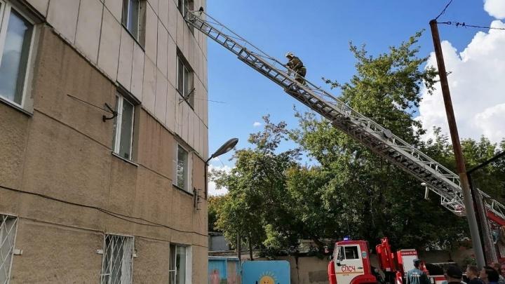 В Кургане трёхлетний ребёнок выпал из окна четвёртого этажа